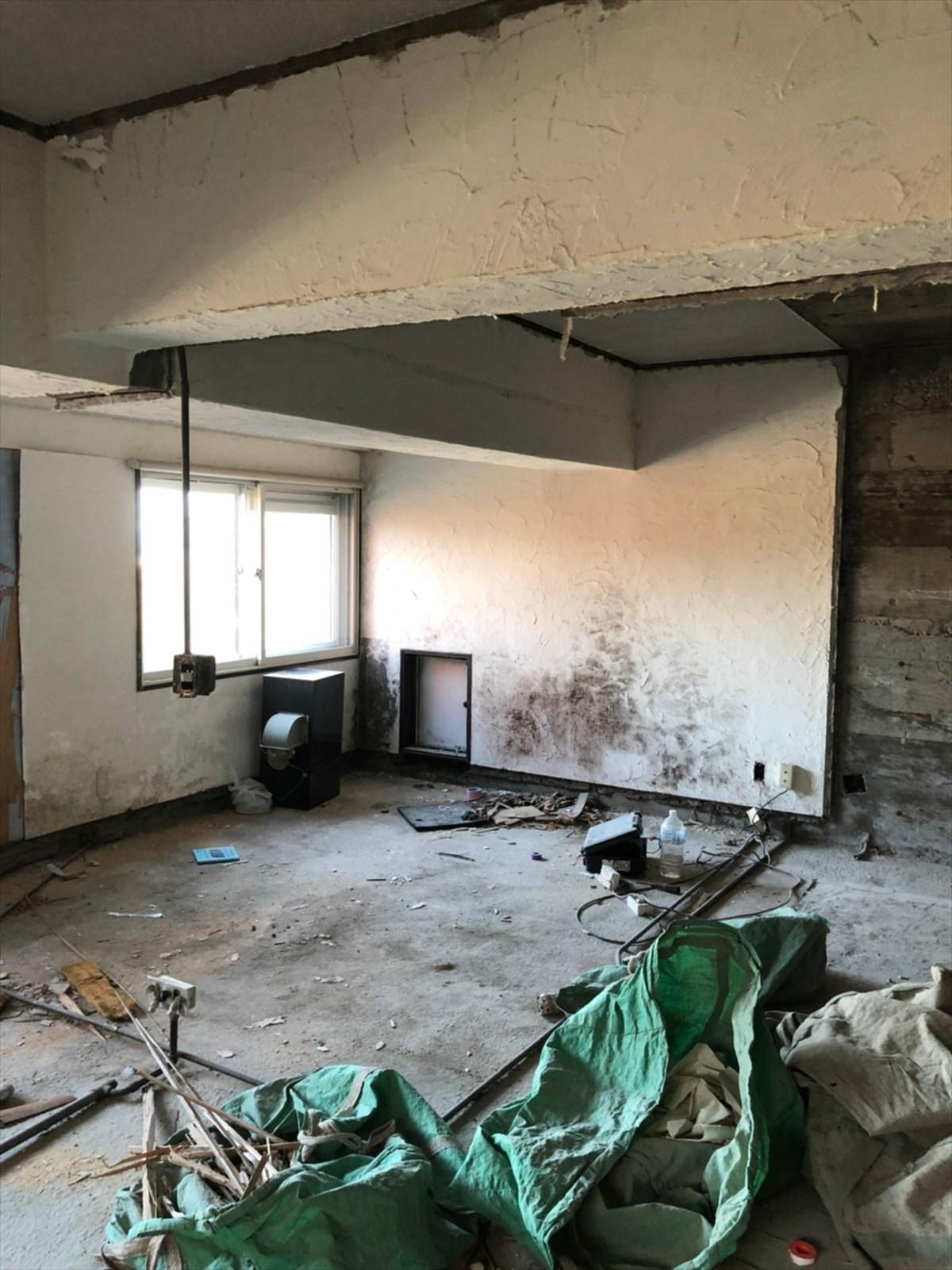 壁を取り払った解体後のリビング 横浜リノベーション