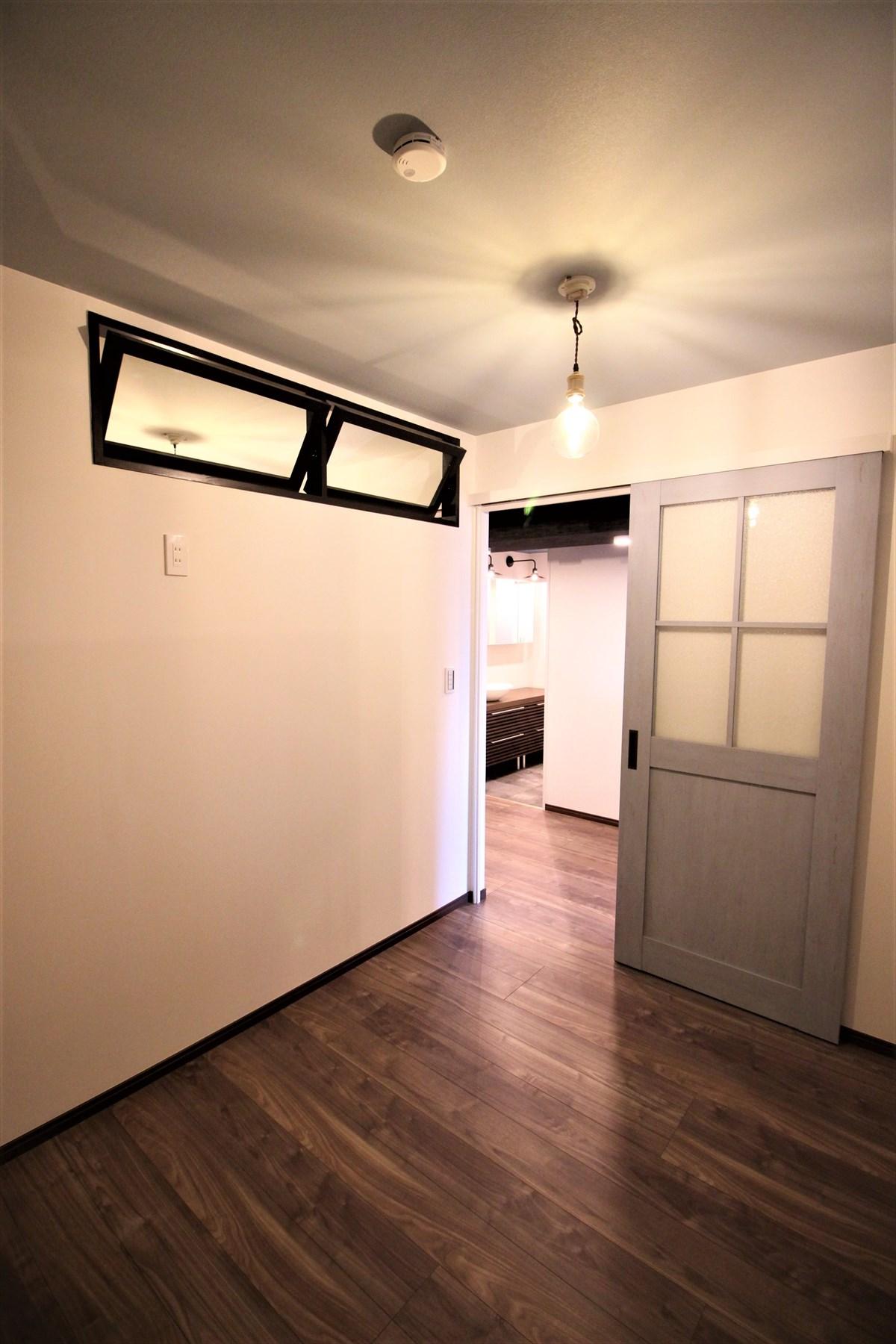 回転窓で奥の部屋に光を入れたマンションリノベーション 横浜リノベーション