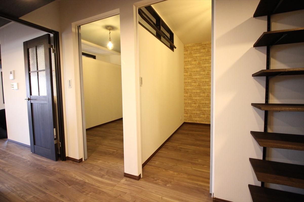 小さくした2部屋を回転窓で採光 横浜リノベーション