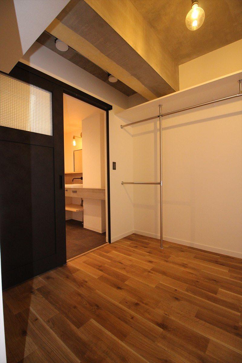 ブラックの室内引き戸|横浜リノベーション