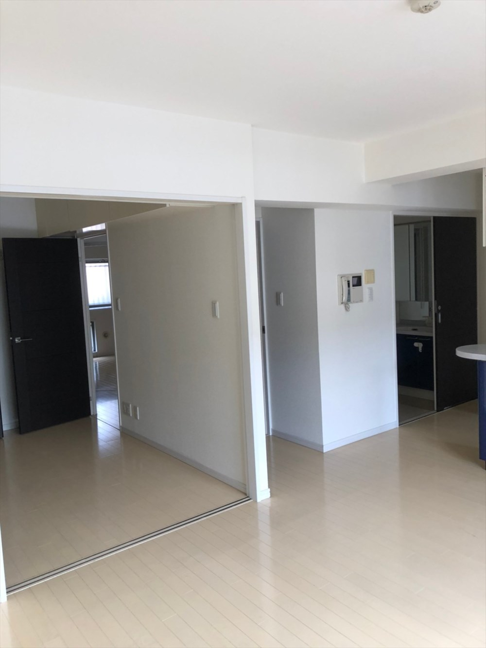 壁と引き戸で区切られたマンション リノベーション横浜