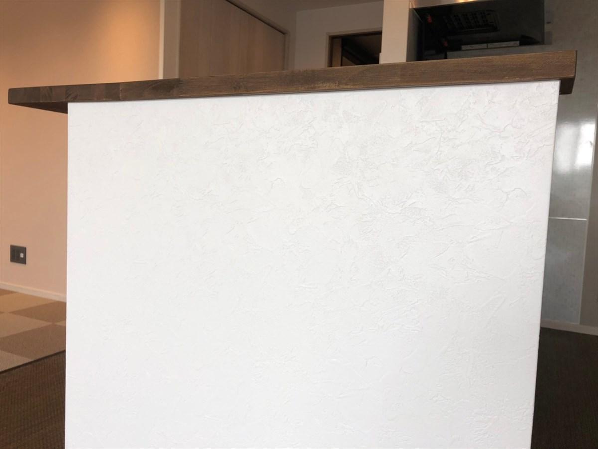 造作キッチンカウンターのクロス施工 リノベーション横浜