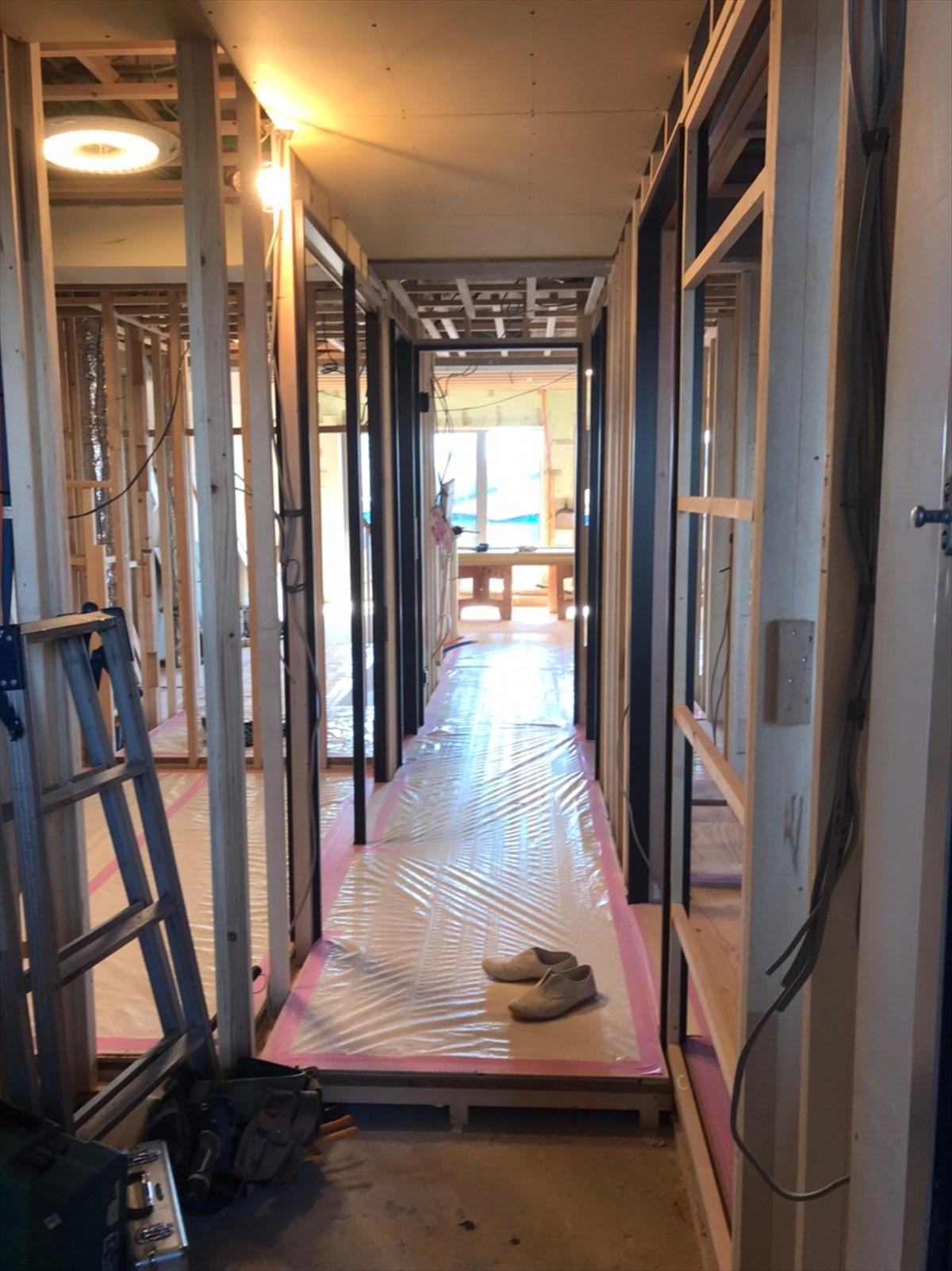 廊下の天井や柱の基礎|横浜リノベーション