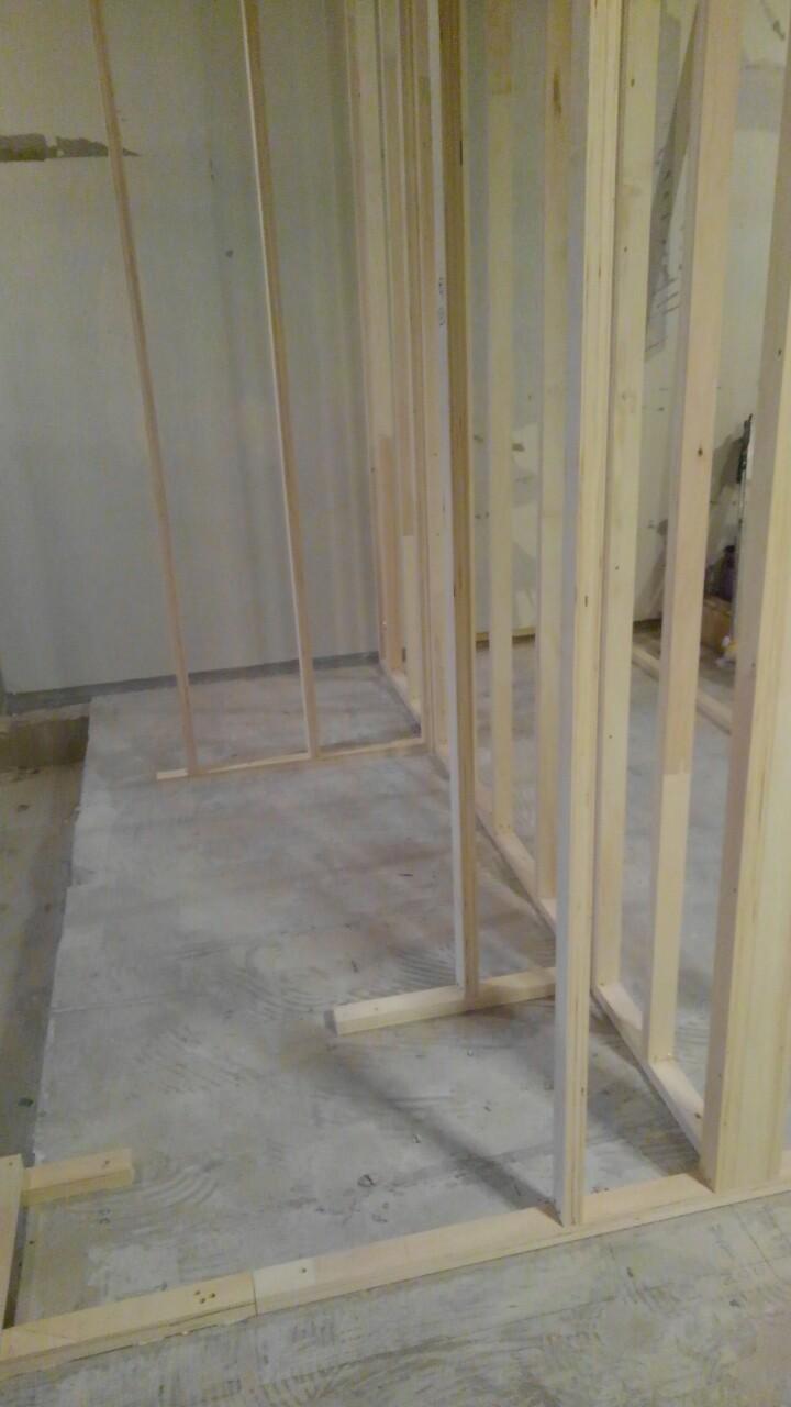 リノベーションで新しい柱を施工している様子|横浜リノベーション