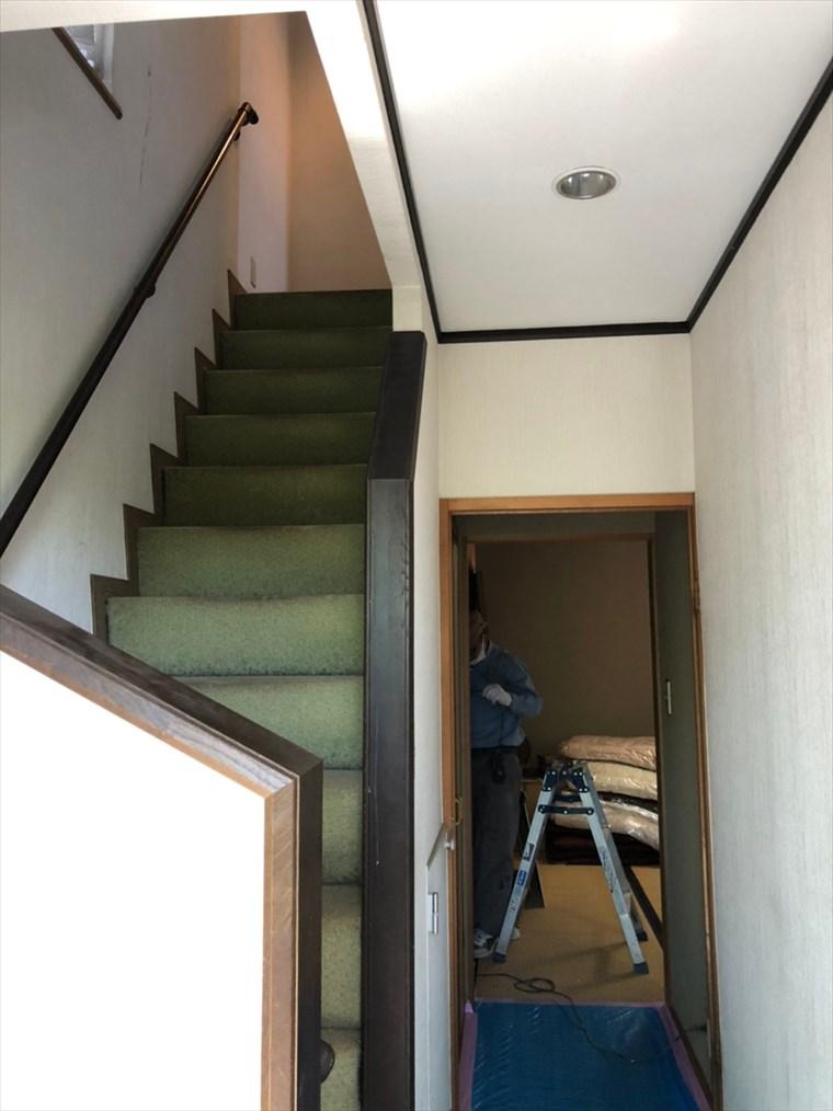 暗い鉄骨階段から明るいスケルトンアイアン階段へ リノベーション横浜