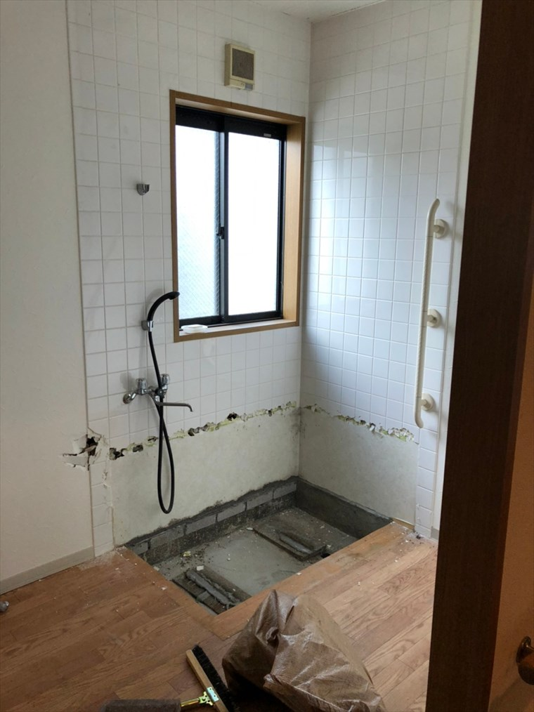 お風呂場の解体|リノベーション神奈川・横浜市