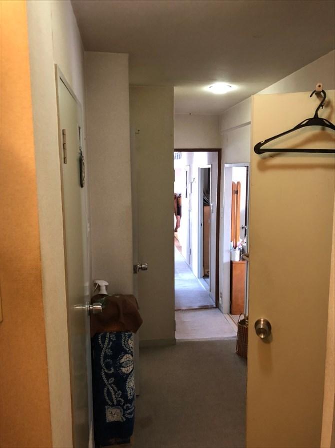 リノベーション前の廊下と開き戸|リノベーション横浜・神奈川