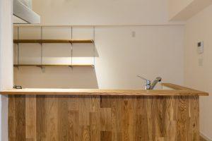 木の木目や節を生かしたキッチン リノベーション神奈川・横浜